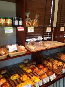 向かいパンの棚