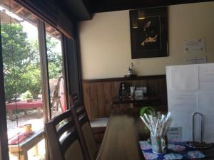 茶蔵の店内の窓