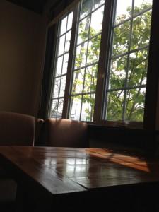 ロータス窓辺の席