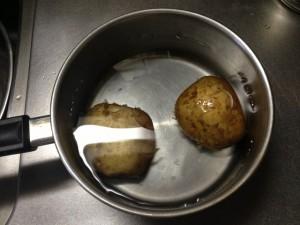 ジャガイモを煮る