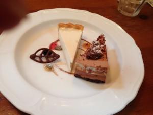 チョコレートケーキとレアチーズケーキ
