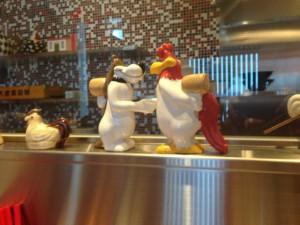 鶏のオブジェ