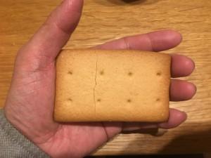 堅パン一枚