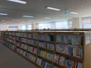 図書館内本棚